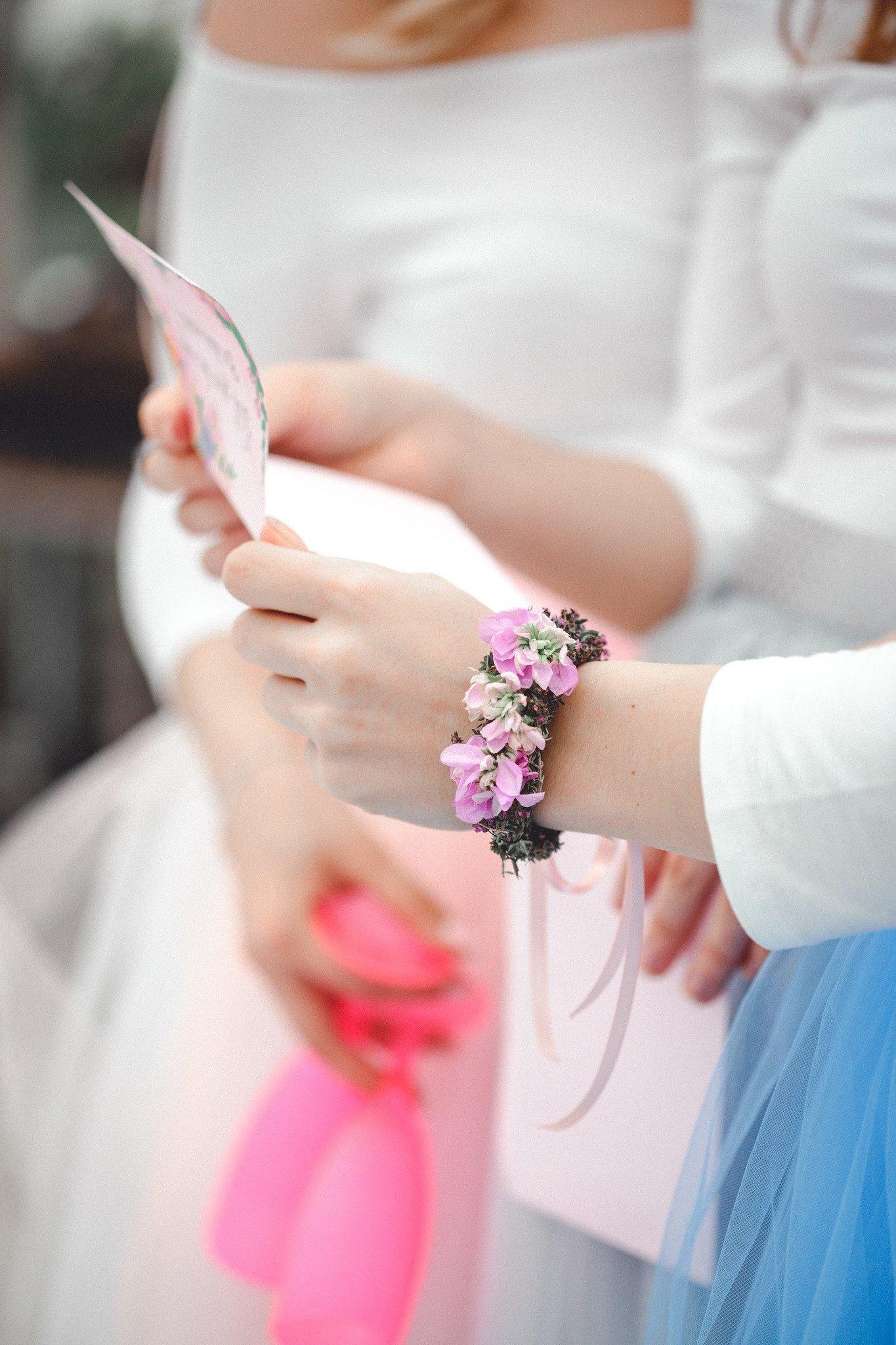 Blumenarmband – Floraler Schmuck nicht nur für Brautjungfern